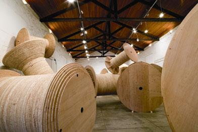 Obra da exposição Intervenções Extensivas X, 2005 no Museu Vale do Rio Doce, Vila Velha (ES)